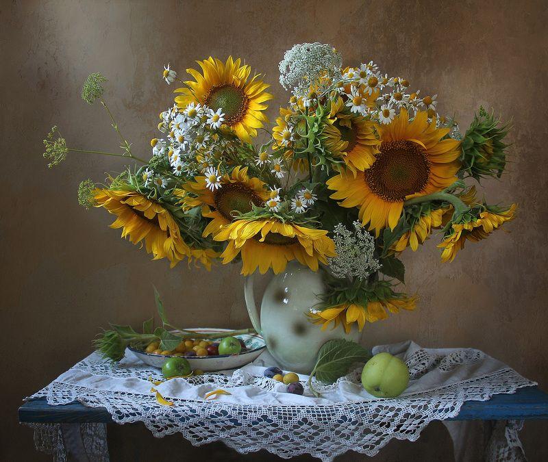 натюрморт, цветы, марина филатова, подсолнухи, яблоки Ещё вчера их рисовало солнцеphoto preview