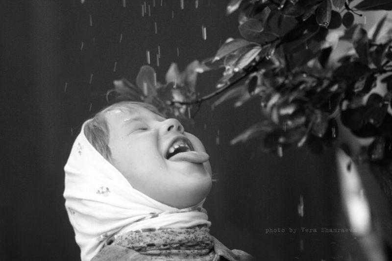 дождь, девочка жанр Лктний дождикphoto preview