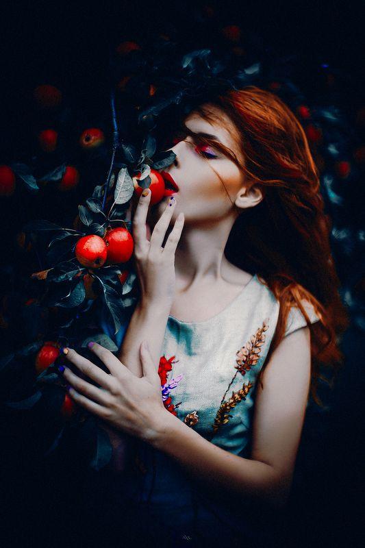 woman, portrait, natural light, art Forbidden Fruitphoto preview