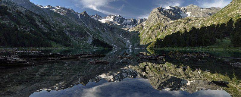 алтай. верхнее мультинское озеро.рассвет. На озере рассвет..photo preview