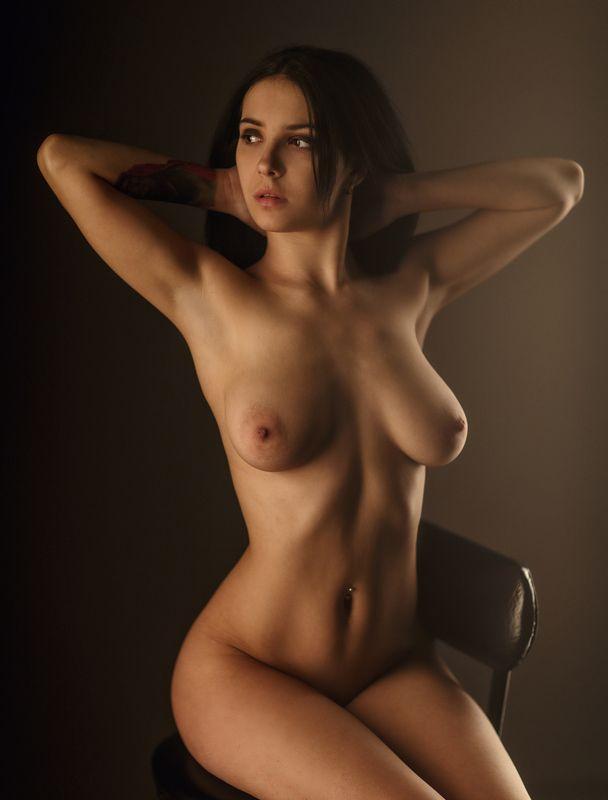 art, artnude, beautiful, girl, light, nu, nude, sexy, studio, sweet, woman, ню, девушка, модель, ню, портрет, portrait На стулеphoto preview