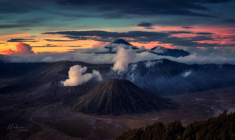 landscape, пейзаж, sunrise, вулканы, туман, ява, индонезия, путешествия Bromo-Tengger-Semetu National Parkphoto preview