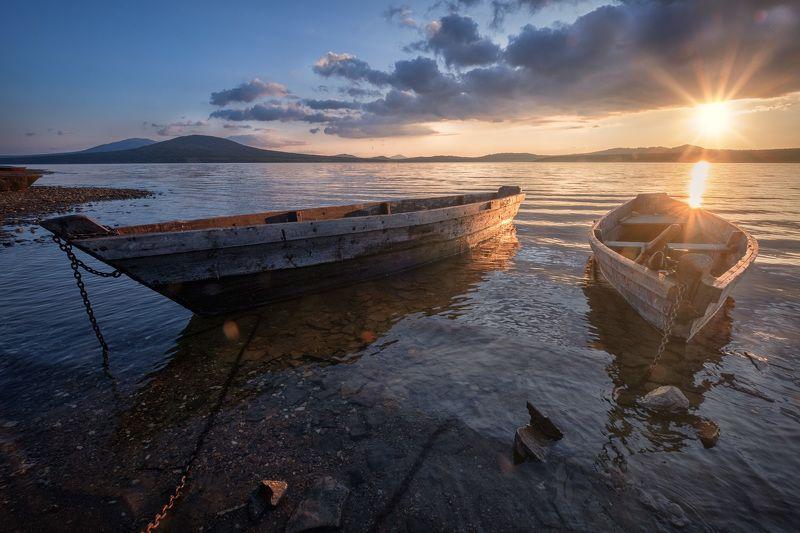 зюраткуль, пейзаж, озеро, закат, лодки, горы, небо Закат над озеромphoto preview