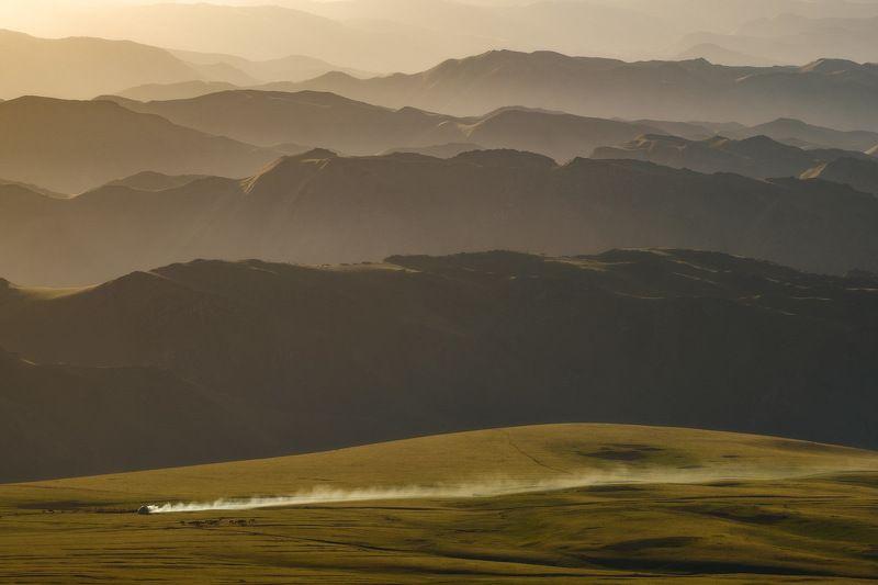 киргизия, кыргызстан, средняя азия, горы, каньон, скалы, пейзаж, лето, ущелье, пастбище, рассвет, утро, юрта Юрта на паровом ходу)photo preview