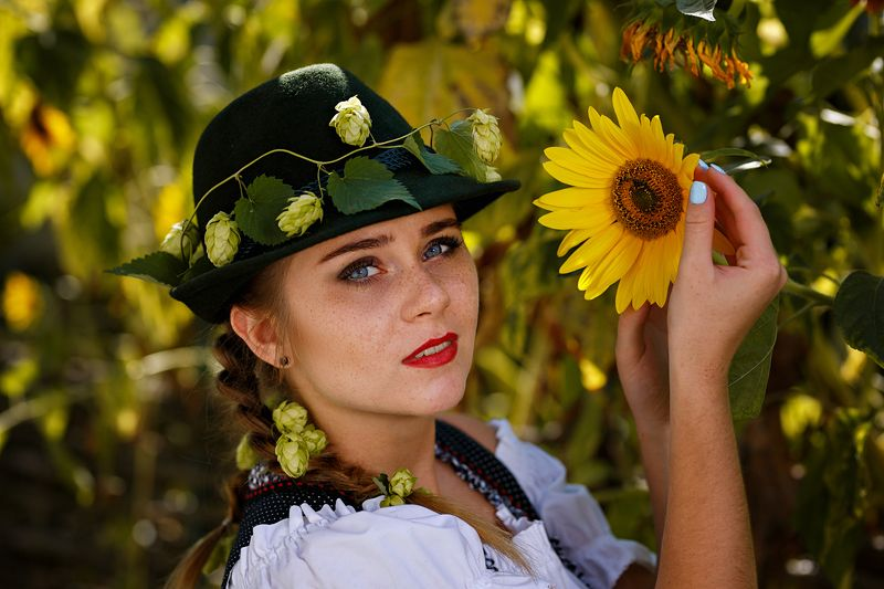 girl, hops, bavaria, tradition, national, sunflower, germany, beer, actress, theatre sunflowerphoto preview
