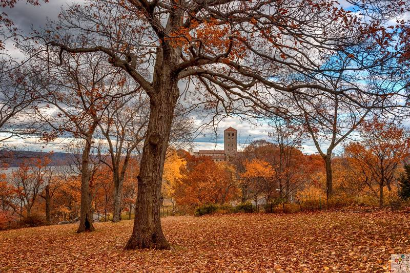 new york, fort tryon park, cloisters museum Осень в паркеphoto preview