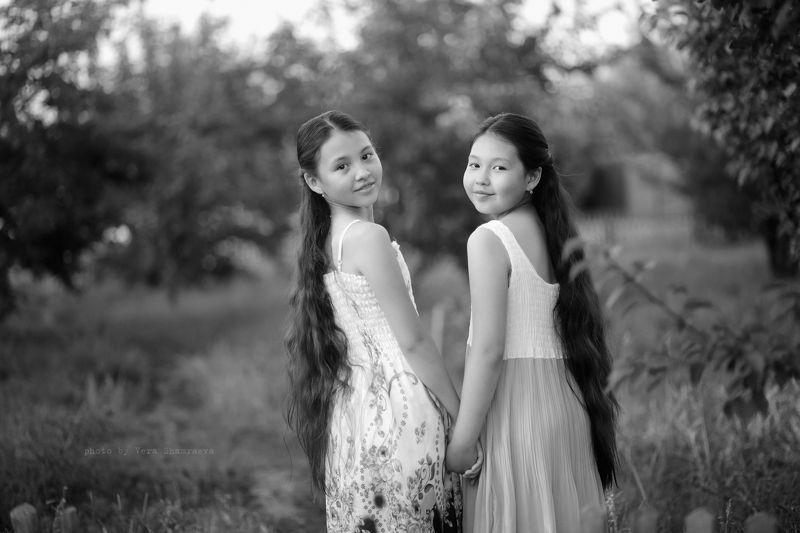 сестры, жанровый портрет Ты +Я =Мыphoto preview