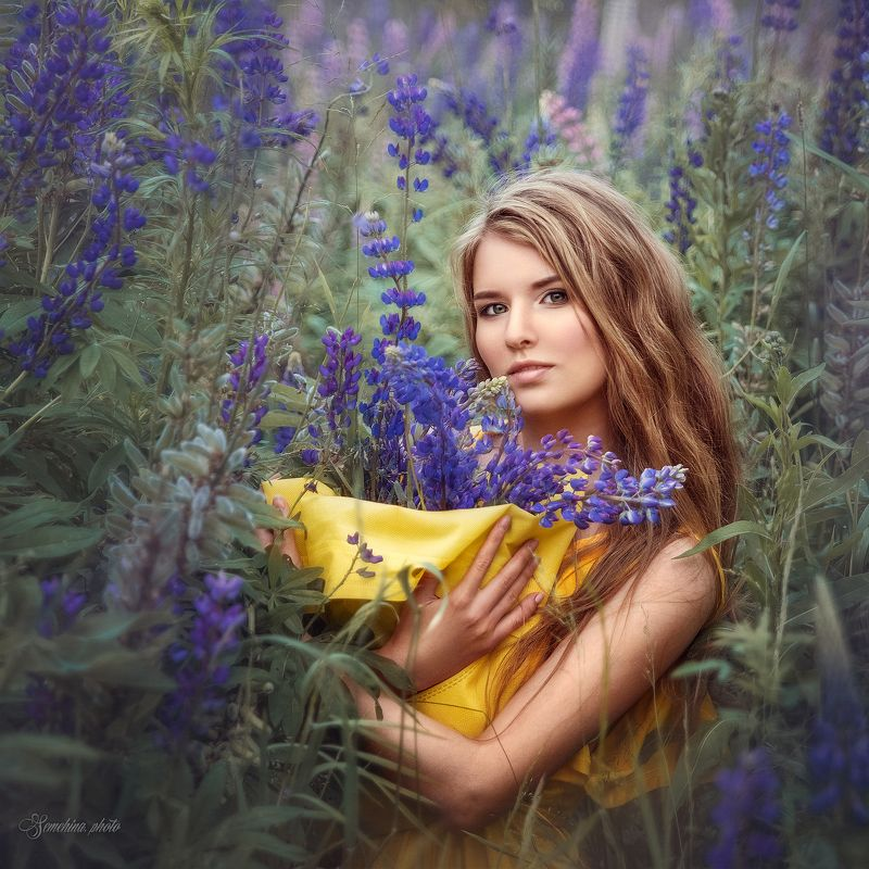 девушка, портрет, люпины, лето, желтый, синий, girl, portreit, flowers, summer, yellow, blue photo preview