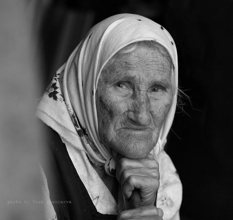 жанровый портрет черно-белое  Бабушка Пелагеяphoto preview