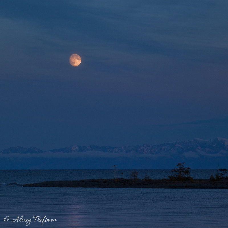 Байкал Луна над Покойникамиphoto preview
