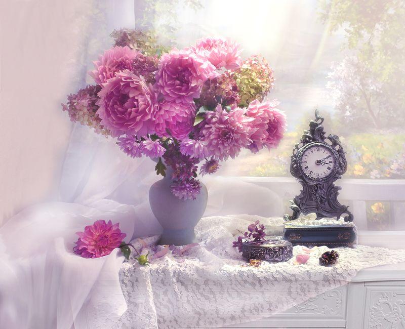 still life,натюрморт,осень,  фото натюрморт,  цветы,  настроение, георгины, часы, гортензия, брошь Порой часы обманывают нас...photo preview
