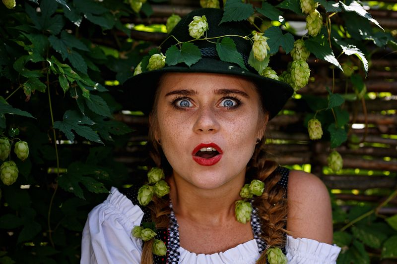 girl, hops, bavaria, tradition, national, sunflower, germany, beer, actress, theatre Vraiment?!photo preview