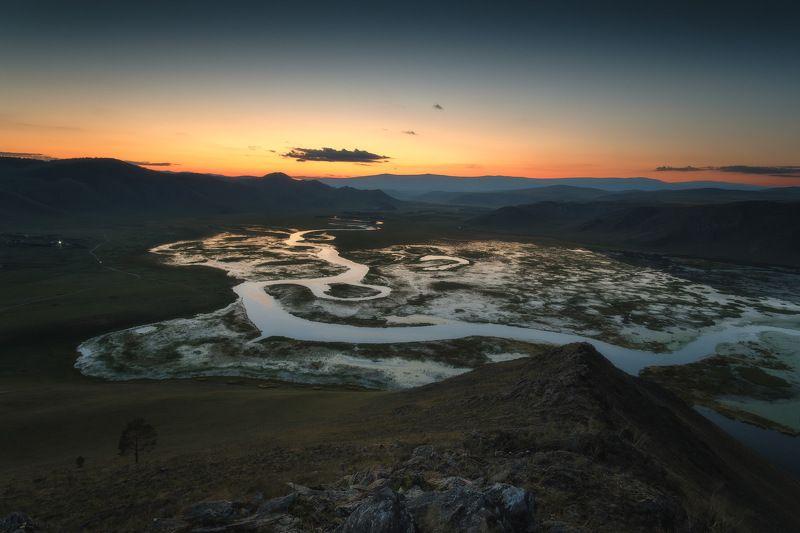 россия, иркутская область, байкал, анга, сибирь, тажеранские степи, река, лес, закат, сумерки, устье, меандры, осень Прибайкальские изгибыphoto preview