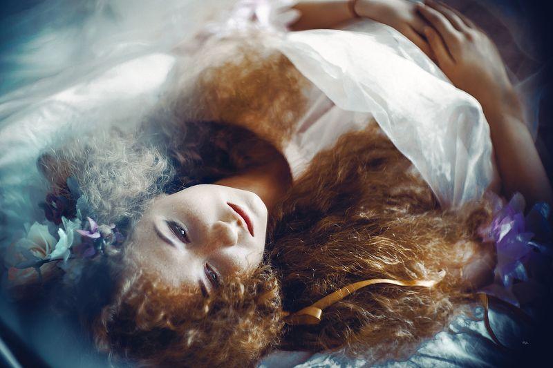 woman, portrait, natural light, art Don\'t quit your Daydreamphoto preview