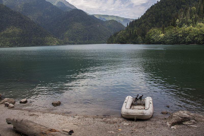 На озере Рицаphoto preview
