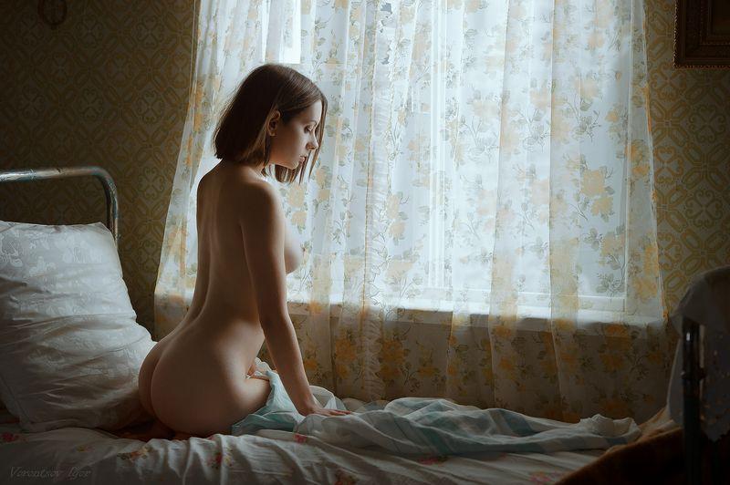 ню, девушка, грудь, обнажённая,окно, винтаж, кровать photo preview