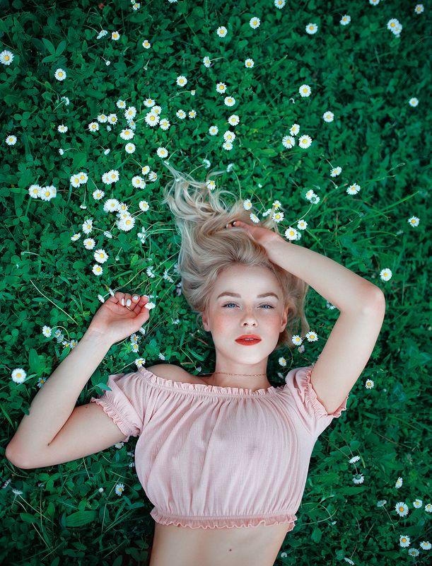 girl, blonde, pinup, instagram, celebrity, beauty, sexy, body, field, summer, flowers, grass, lips, eyes, девушка, блондинка, пинап, веснушки, глаза, freckles Ульянаphoto preview