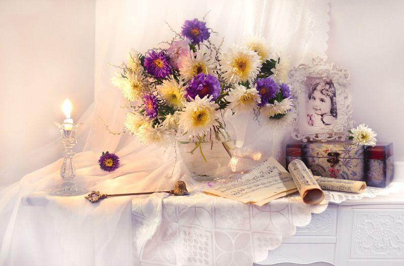 still life,натюрморт,фото натюрморт, осень, октябрь, астры, ноты, свеча, подсвечник, шкатулка, портрет, стихи, цветы Ах, мадам! Вам идёт быть счастливой...photo preview