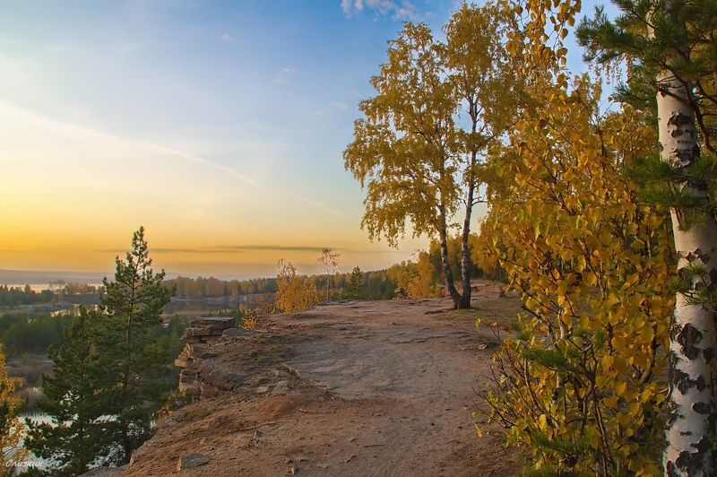 пейзаж,осень,закат,обрыв,скалы,вода,небо Пришла осенняя грустинка..photo preview