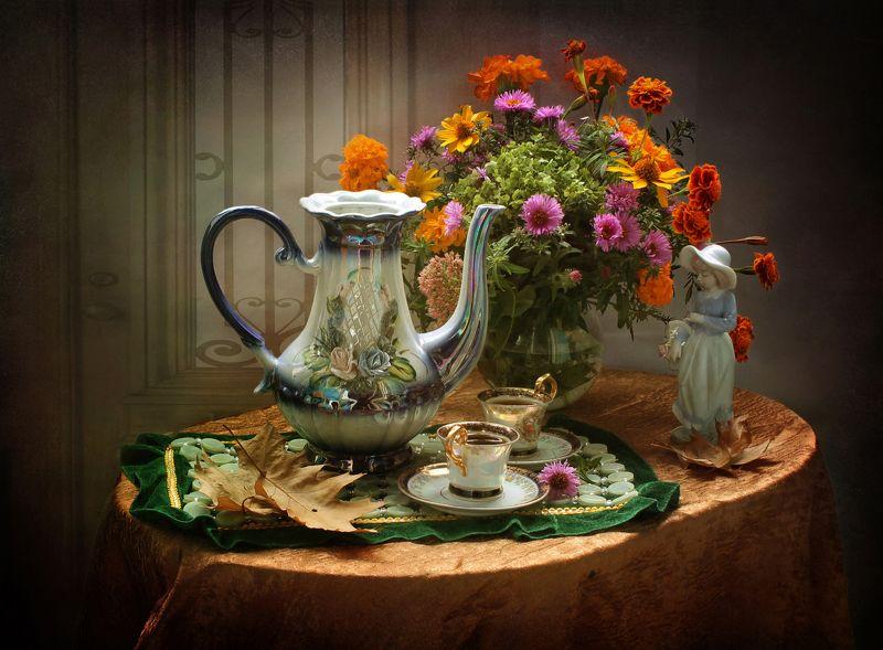 натюрморт, кофе, посуда, фарфор, кофейник, цветы, бархатцы Когда на кофе осень приглашает...photo preview
