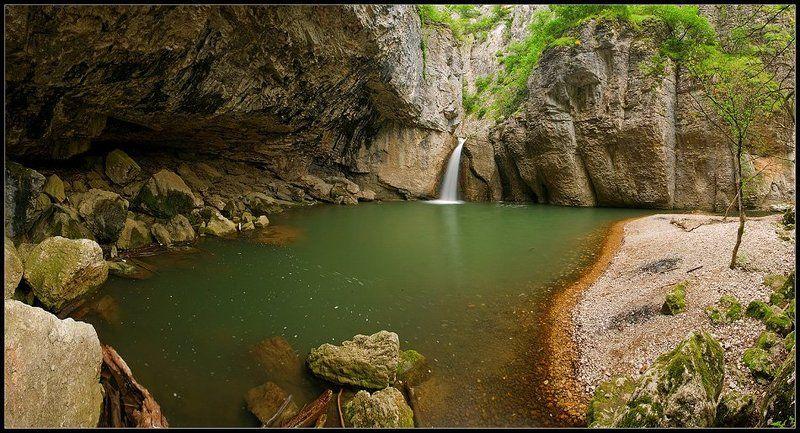 Momin skok waterfallphoto preview
