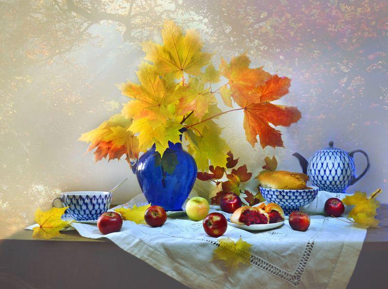still life,натюрморт,фото натюрморт, осень, октябрь, кленовые листья, яблоки, фарфор, настроение Так тихо падает на землю лист...photo preview