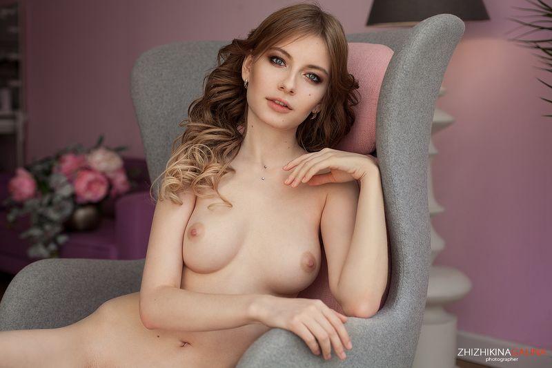 девушка, портрет, руки, прикосновение, розовое, фото, фотография, кресло, люстра, фотограф, москва, portrait, art, girl, nude Розовые мечтыphoto preview