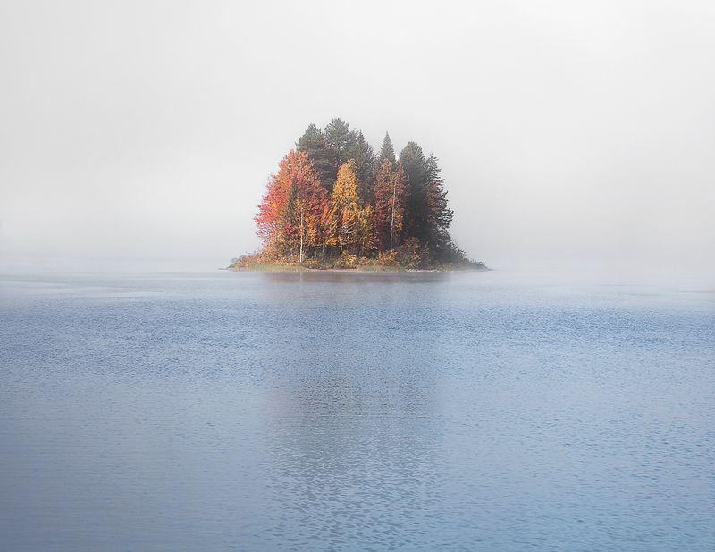 карелия. парк  паанаярви. Осени туманное парение.photo preview