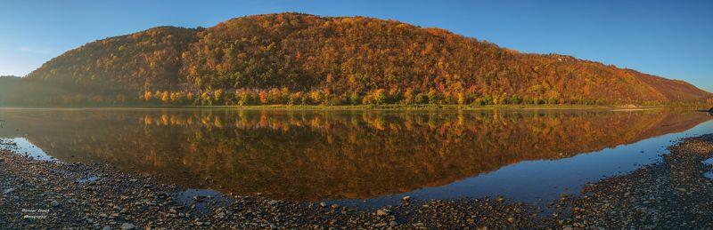 карпаты., украина., зима., пейзаж., снег., карпатский., гора., красивый., небо., природа., дерево., холод., мороз., путешествия., белый., сезон., ель., лес., фон., снежный., горы., зимний., утро., отдых., солнце., лед., изморозь., иней., сцена., синий., с Beautiful Dniester river.photo preview