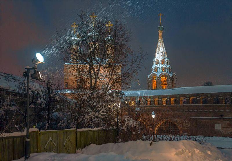 москва, крутицкое подворье,крутицы, собор,вечер, зима, снег Снег в Москвеphoto preview