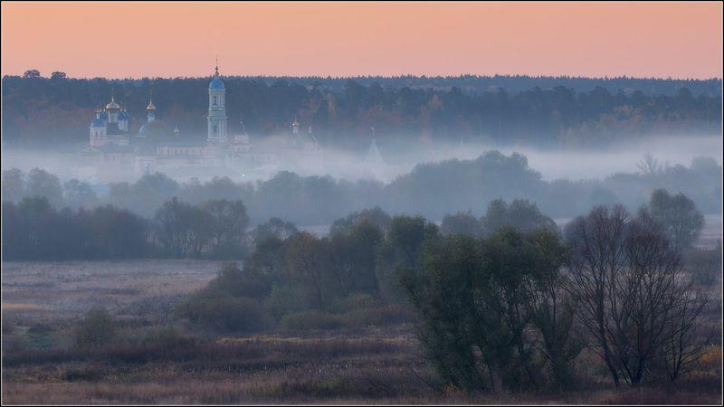 россия, калужская обл, козельск. Под оранжевым небомphoto preview