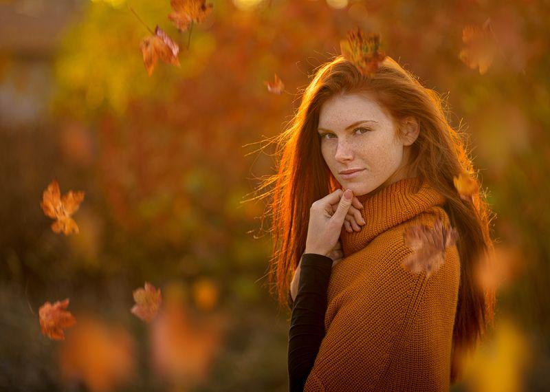 Девушка осеньphoto preview