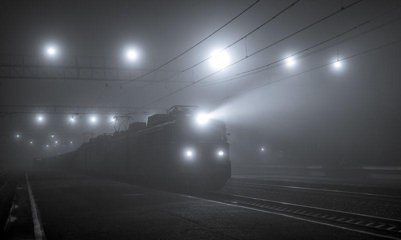россия, челябинская область, туман, лето, утро, поезд, прожектор, туман, электровоз ***photo preview