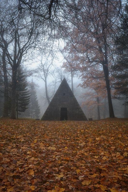 пушкин, царское село, туман, осень, листопад, утро, октябрь, пирамида, екатерининский парк Пирамидаphoto preview