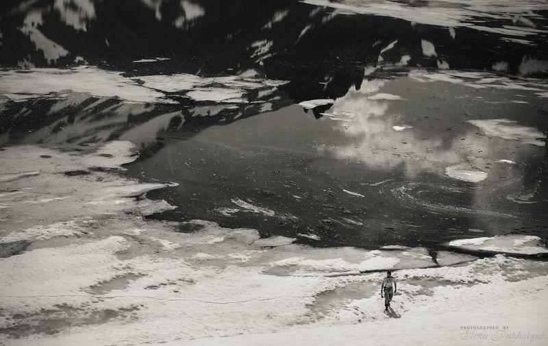 россия,камчатка,озеро, зима, лед,путешествие,отражения,снег,черно-белое,трэвел,природа,бакенинг,кальдера,вулкан,фототур Словно на другой планете....photo preview