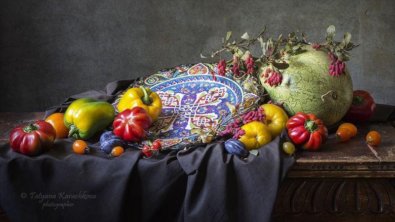 натюрморт, перец, паприка, гогошары, кувшин, арбуз, барбарис, сливы, помидоры, томаты Натюрморт с турецкой тарелкойphoto preview