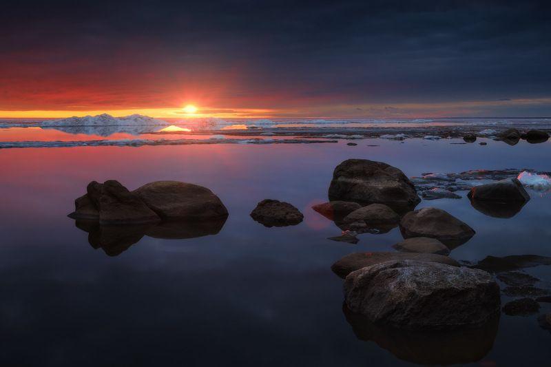 россия, ярославская область, рыбинское водохранилище, ледоход, лед, весна, озеро, закат, пейзаж, природа Спокойствиеphoto preview