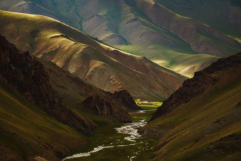 киргизия, кыргызстан, средняя азия, горы, каньон, скалы, пейзаж, лето, ущелье, река, вечер, закат, кошара Приют кочевниковphoto preview