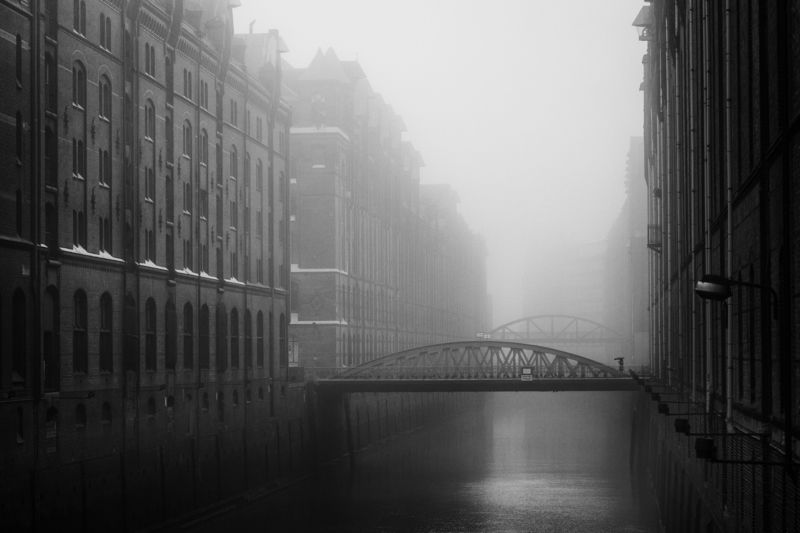 bridge, fleet, water, hamburg, germany, fog, haze, mist, person, urban, street Kehrwiederfleet im Nebelphoto preview