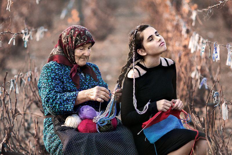 осень, портрет, девушка, бабушка, вязания, нитки, косички Осень - пора вязания!photo preview