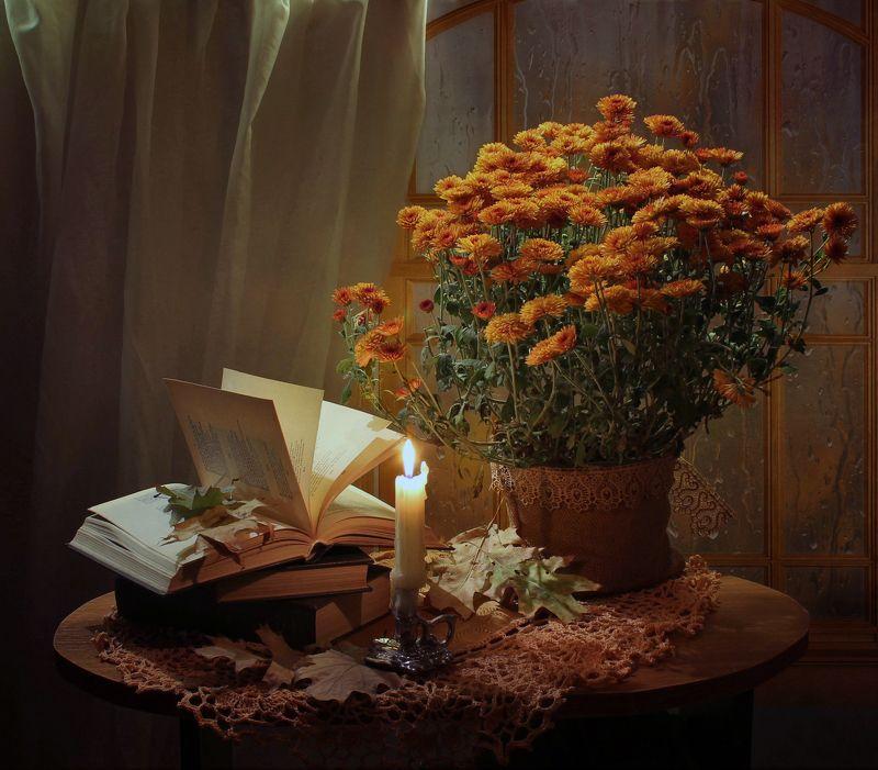 натюрморт, осень, цветы, листья, свеча, книга, хризантемы В эту ночь по кровлям тесаным...photo preview