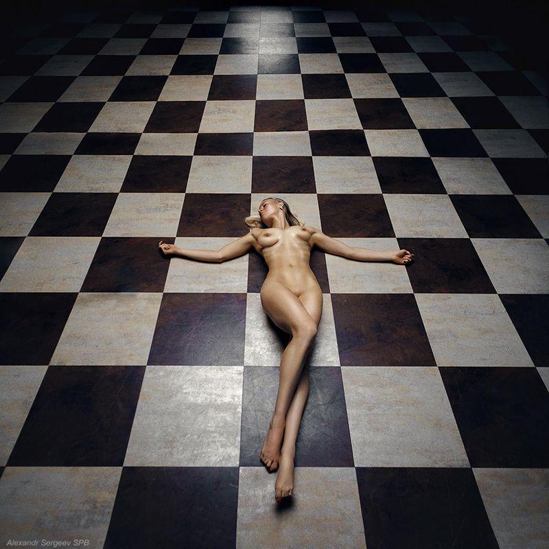 девушка,обнаженная,арт,фото-арт,шахматы,ферзь,фигура,концептуальное Ферзьphoto preview