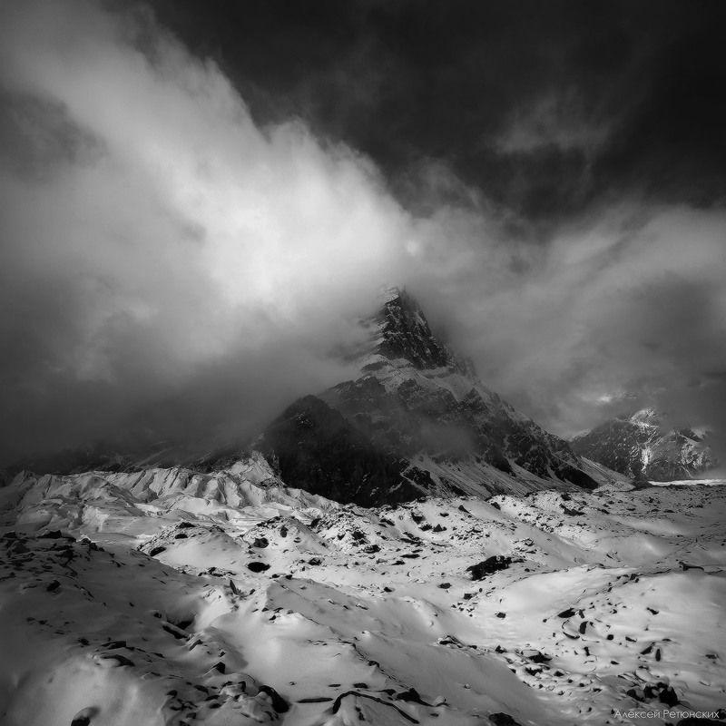 пик, горы, ледник, снег, камни, черно-белое, Песня Абаяphoto preview