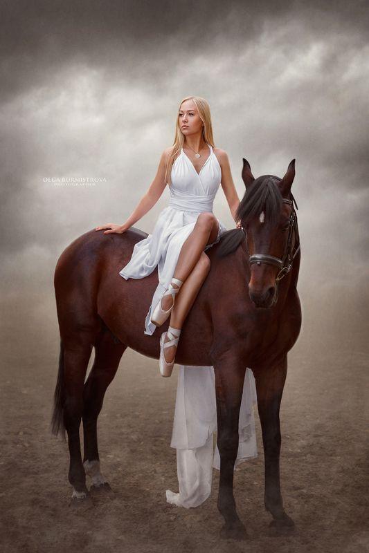 девушка, блондинка, белая лошадь, облака, фотоарт Штильphoto preview