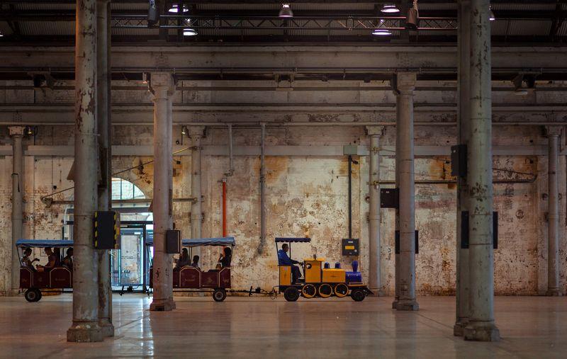 choo choo in the workshopphoto preview