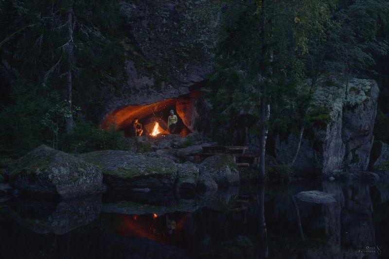 ленинградская область, лес, север, озеро, костёр, пещера, грот, отражение, поход, ночь Место из сказкиphoto preview