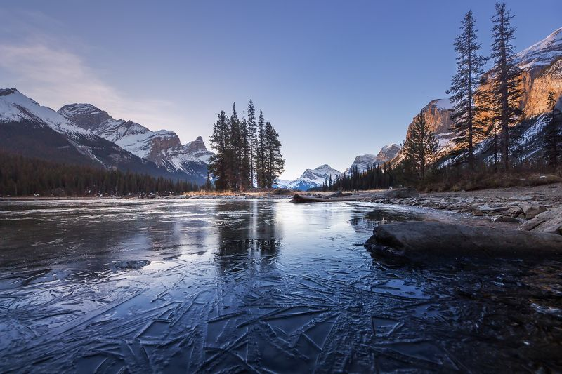 jasper, spirit, island, moraine, lake, ice, trees ПЕРВЫЙ ЛЕДphoto preview