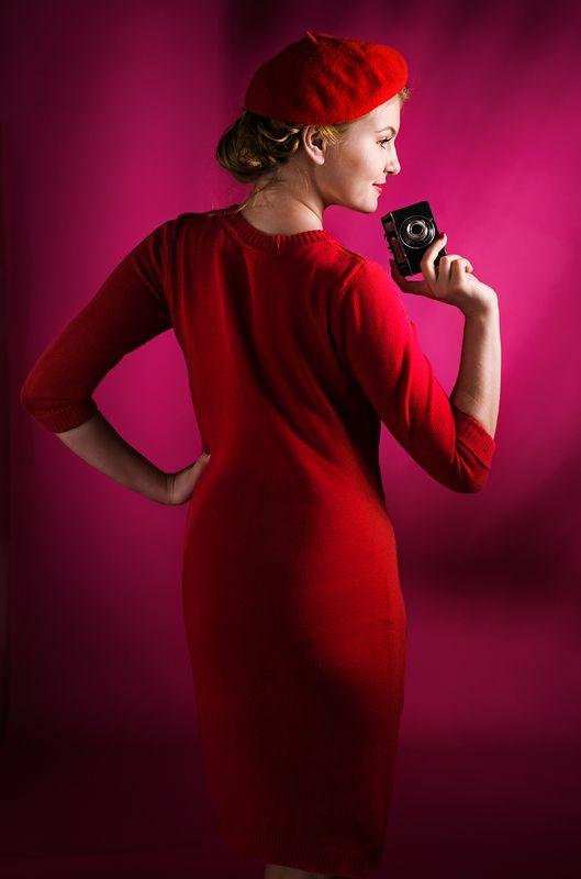гламур, ретро, мода, романтический, портрет, девушка, улыбка, эмоции,  красный, в берете, пин ап, студийный, постановочная, художественная,жанровый, портрет, классика, стилизация, fashion, art, glamor, red, expressive, davydov, pin up Девушка с фотоаппаратом (Красная симфония)...photo preview