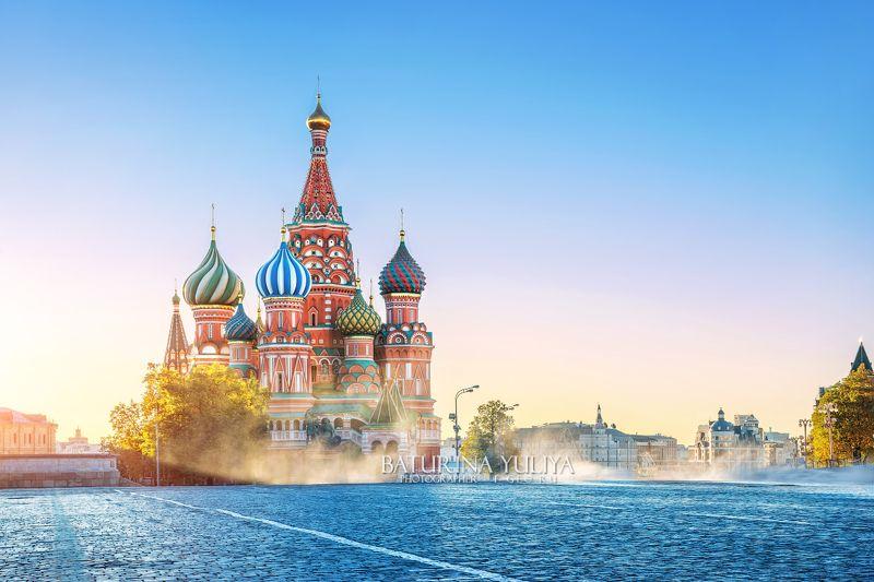 москва, красная площадь, собор василия блаженного В брызгах водыphoto preview