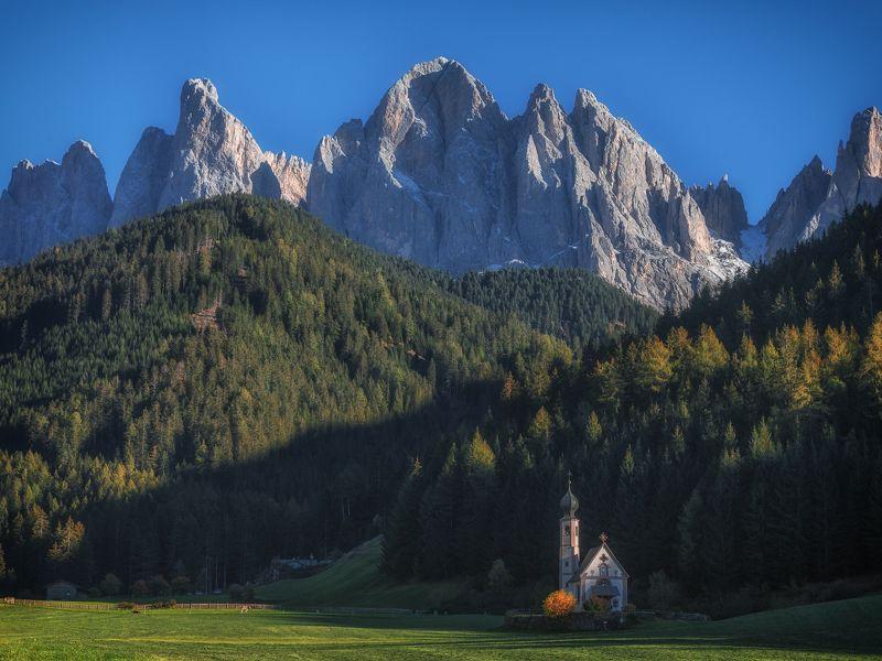италия, доломиты, горы, церковь, осень, санта магдалена Silencephoto preview